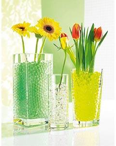 Wasserperlen als Deko für Blumenvase